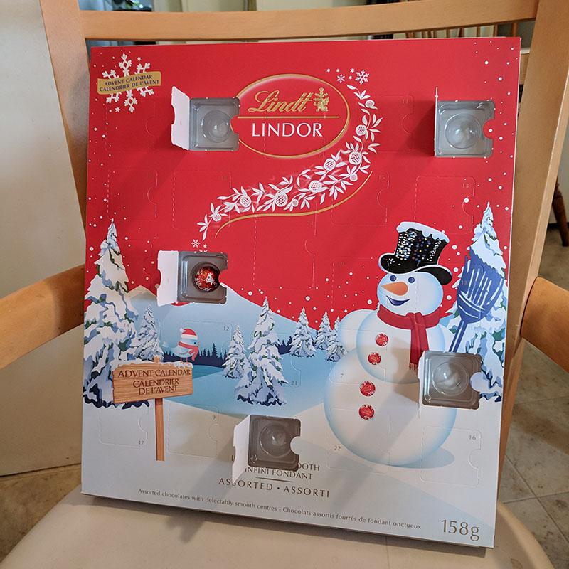 LINDORのAdvent Calendar(本物)の5日目を開けたところ。
