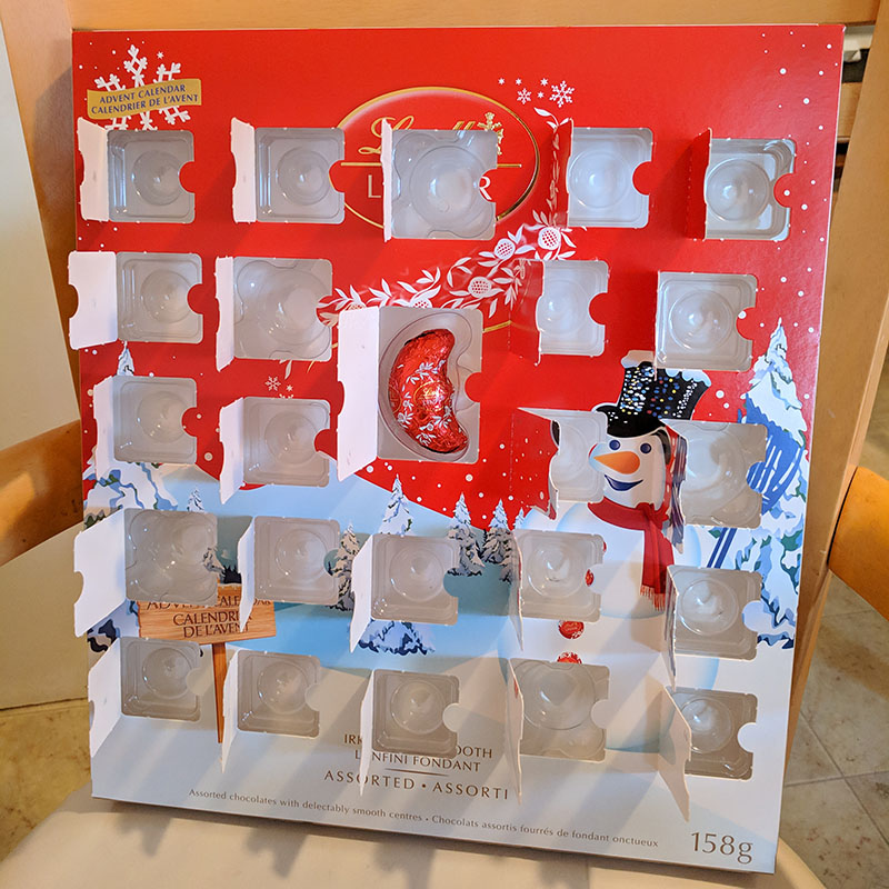 LINDORのAdvent Calendar(本物)の24日目を開けたところ。